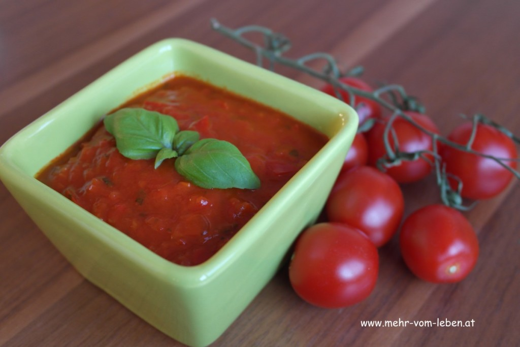 Zuchini mit Tomatensauce